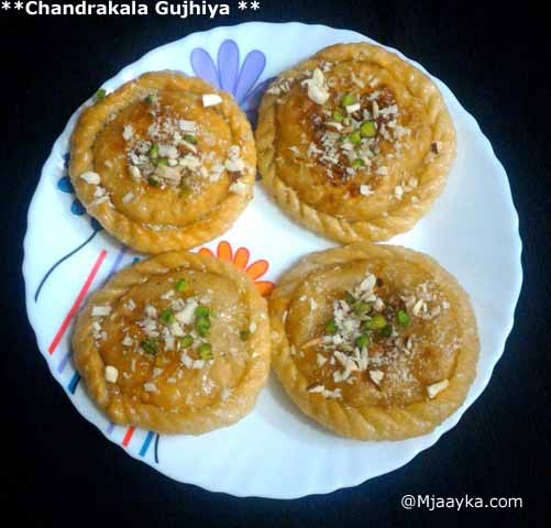 Chandrakala Gujhiya Recipe