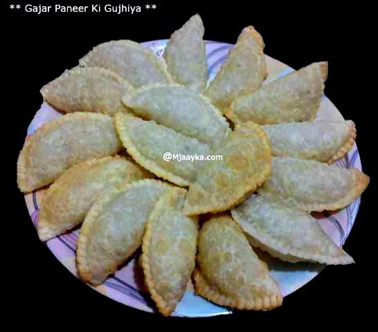Gajar Paneer ki Gujiya Recipe