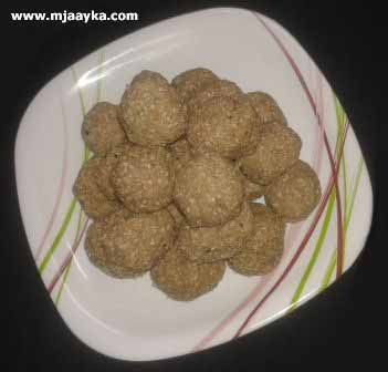 Mawa Til Ke Laddu Recipe