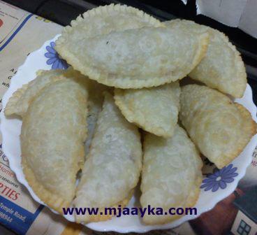 Semolina Gujiya Recipe