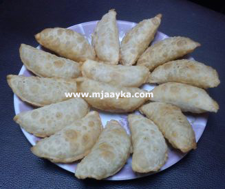 Rajsthani Churme ki Gujiya Recipe