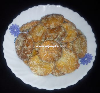 Apple Mathri Recipe